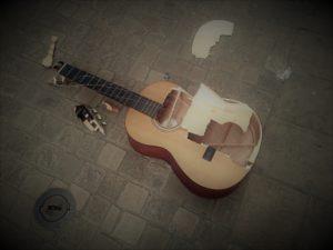 La guitare qui voulait sonner aussi gros que le sax